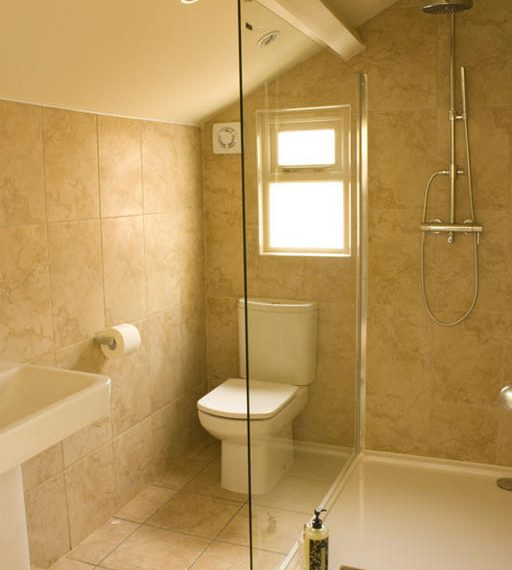 En-suite shower room at The Tankerville Arms