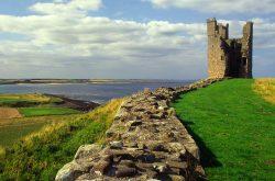 Lilburn Tower, Dunstanburgh Castle (© graeme-peacock.com)