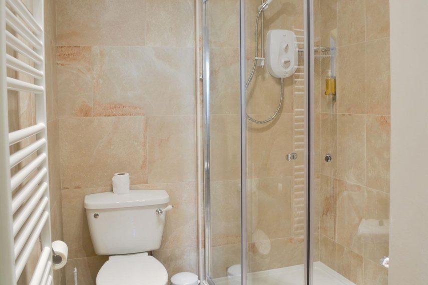 Alnwick-Apt-shower